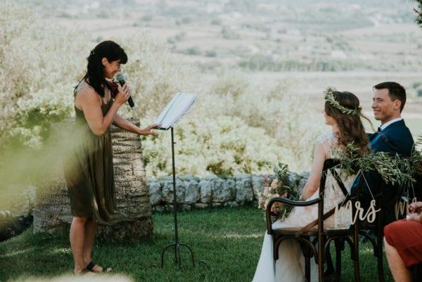 Ich halte eine freie Hochzeitsrede auf einer mallorquinischen Finca.