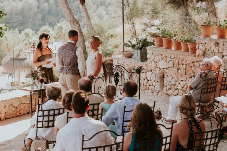 Ein richtig glücklicher Moment von mir, dem Brautpaar und den Gästen während der Zeremonie in der Osa Major.