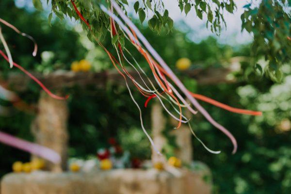 Detail von der Hochzeitsdekoration.
