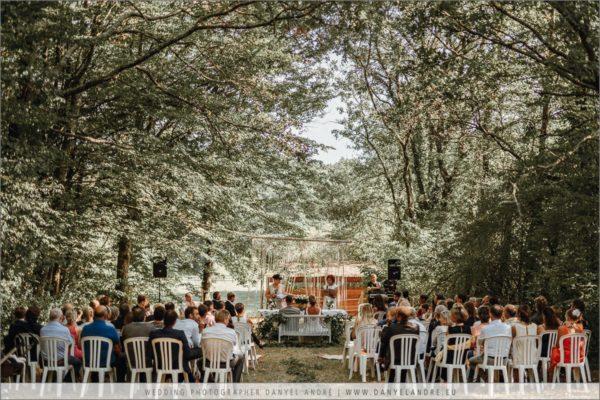 Weitblick auf die Hochzeitszeremonie.