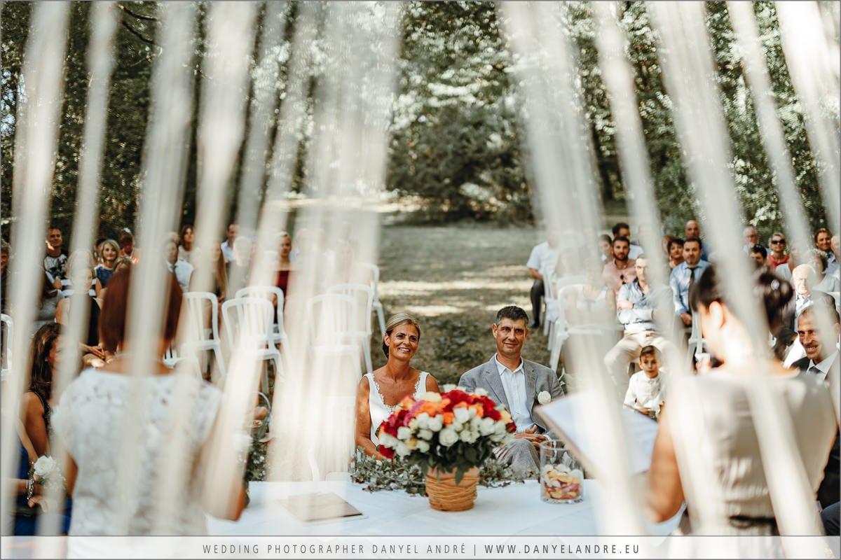 Das Brautpaar beim Zuhören.