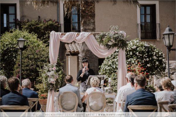 Ich, Diana Hirsch, während einer Hochzeitszeremonie auf der Finca Can Patro im Osten Mallorca´s.