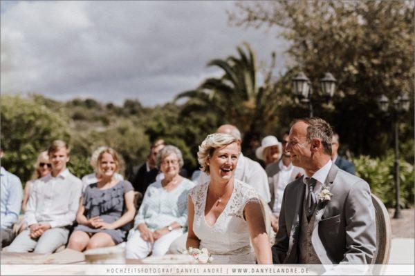 Momente während der Hochzeitszeremonie auf Mallorca.