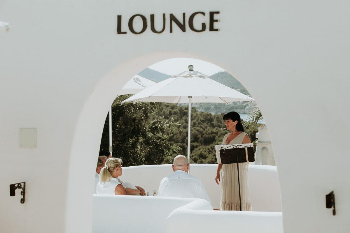 Blick auf die Lounge des Hotels Galatzo in Santa Ponsa auf Mallorca und die kleine Zeremonie mit mir als Traurednerin.