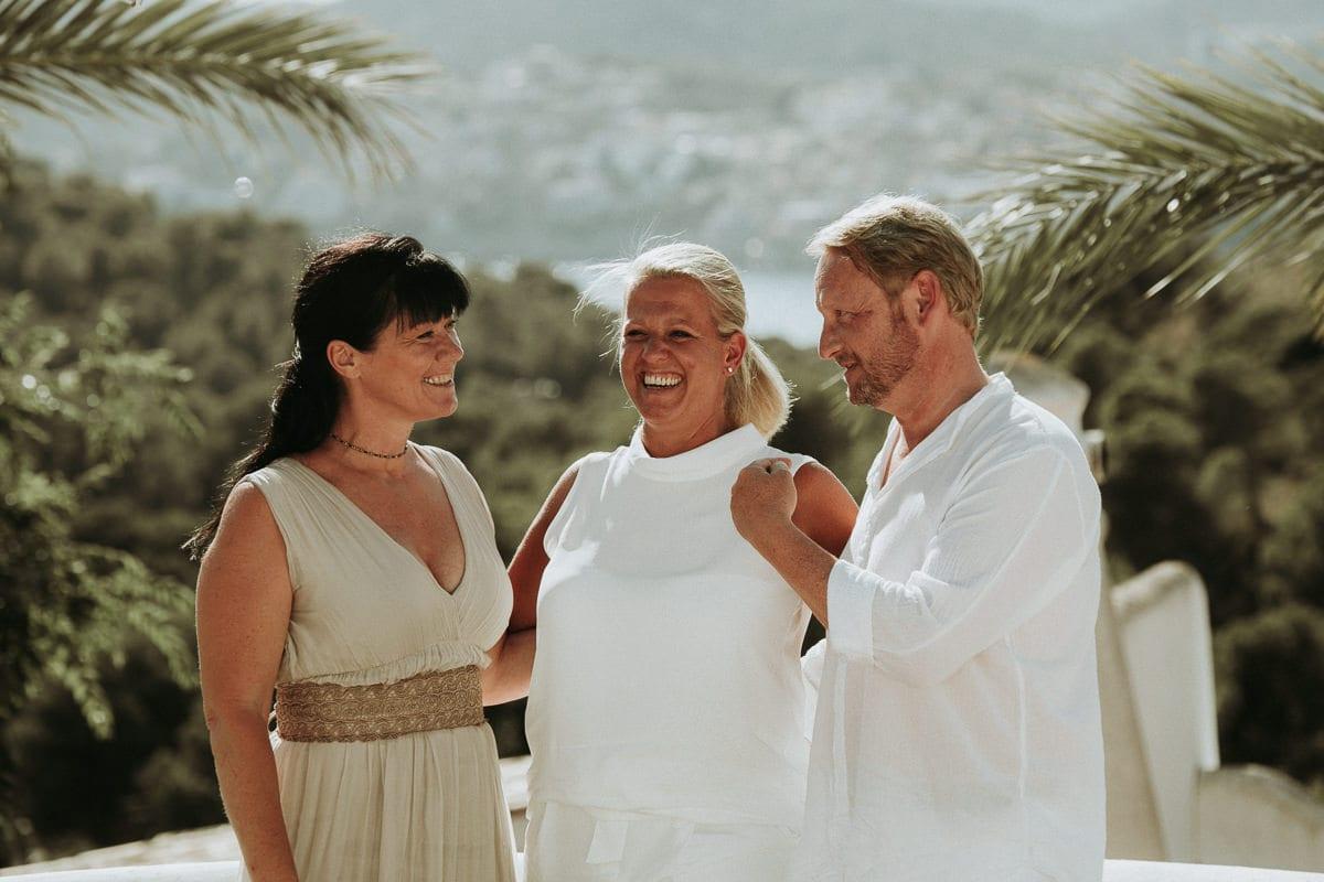 Ich, die Traurednerin mit dem Brautpaar.