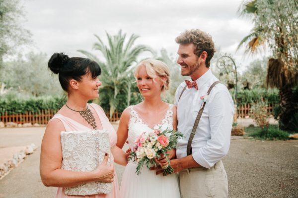 Das glückliche Brautpaar und ich nach der Zeremonie.