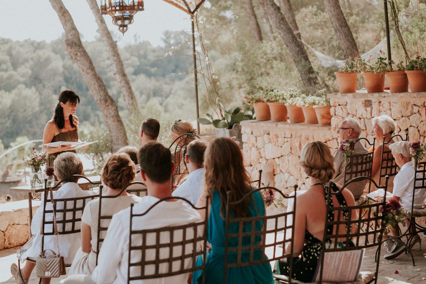 Ich als Hochzeitsredner während der Zeremonie auf der Hochzeitsfinca Ost Major auf Mallorca.