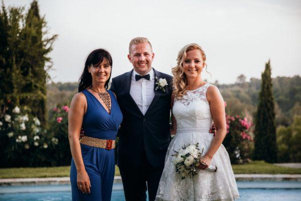 Ein Foto von mir und dem hübschen Brautpaar.