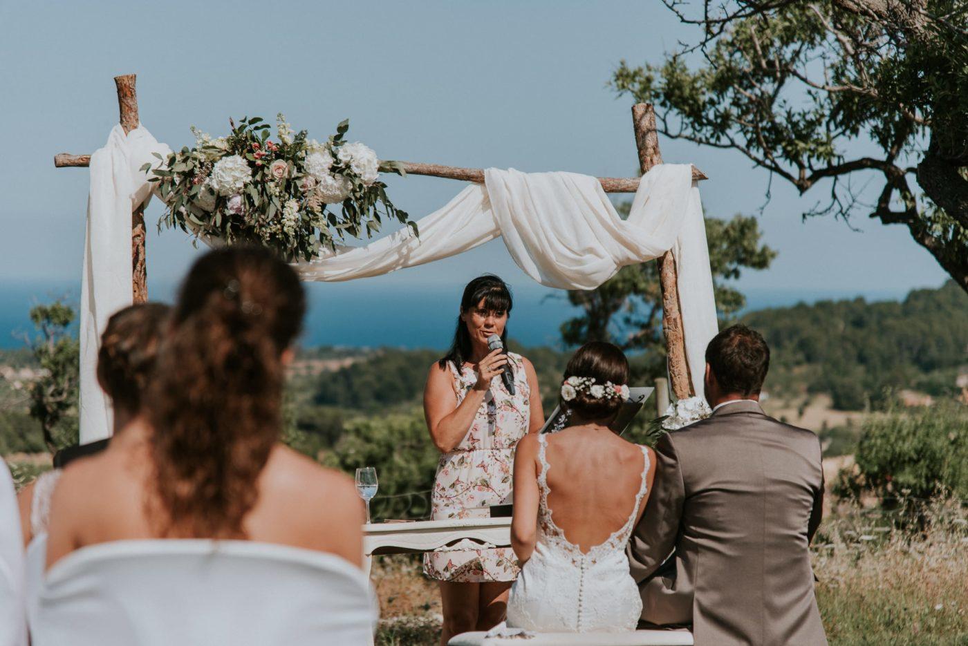 Perspektivenwechsel mit Blick auf mich und das Brautpaar mit dem Meer im Hintergrund.