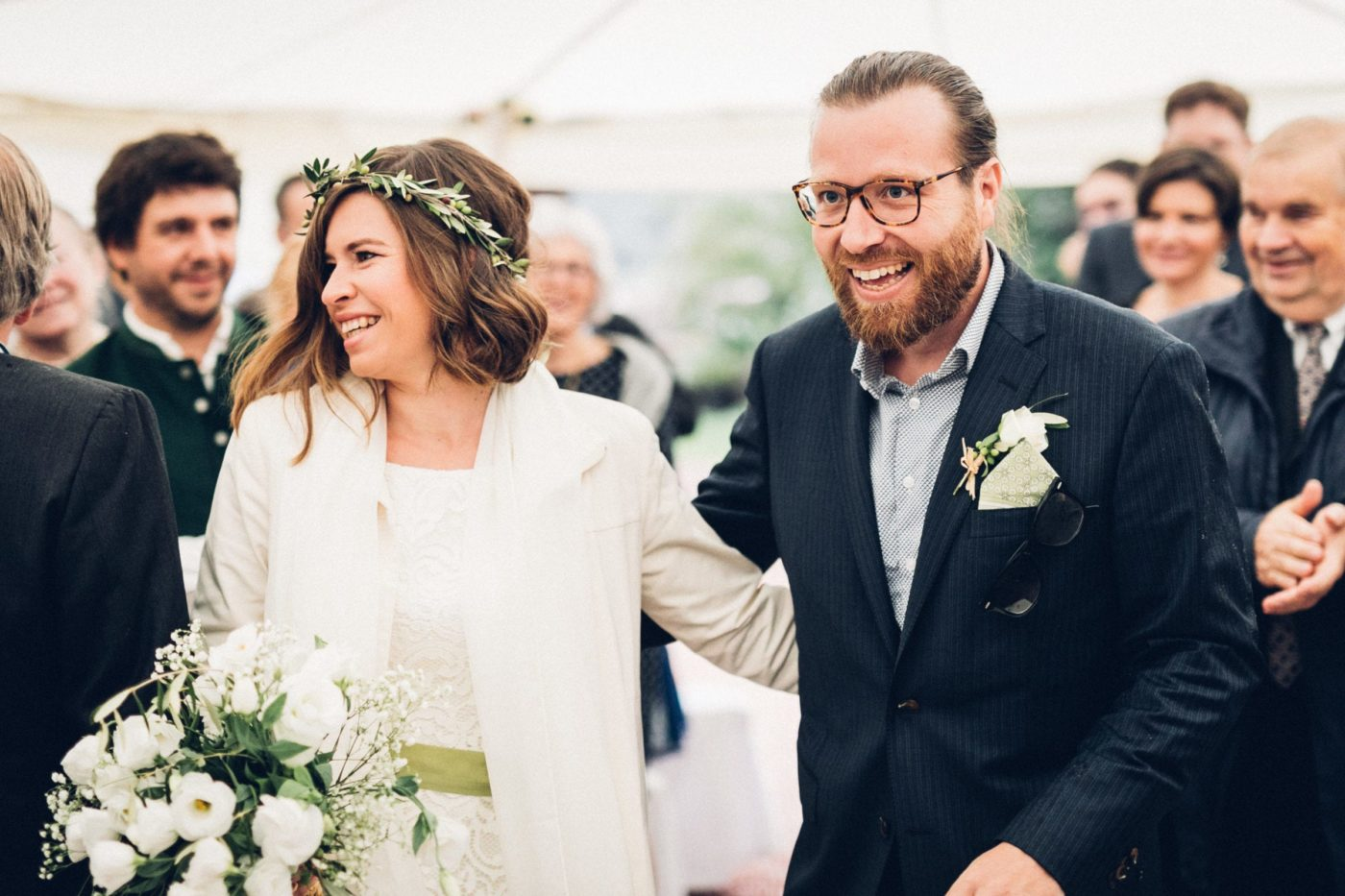 Das glückliche Brautpaar nach der freien Trauung.