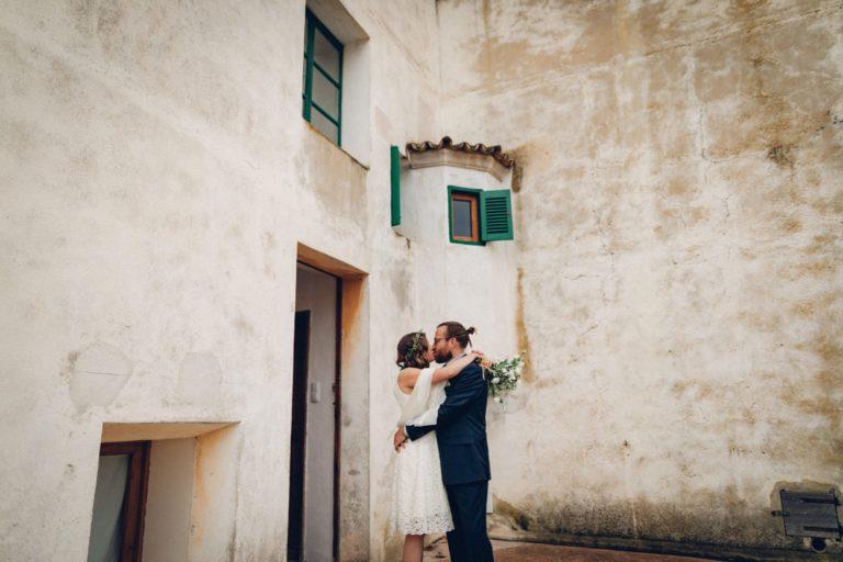 Das Brautpaar kurz bevor es zur Trauung kommt.