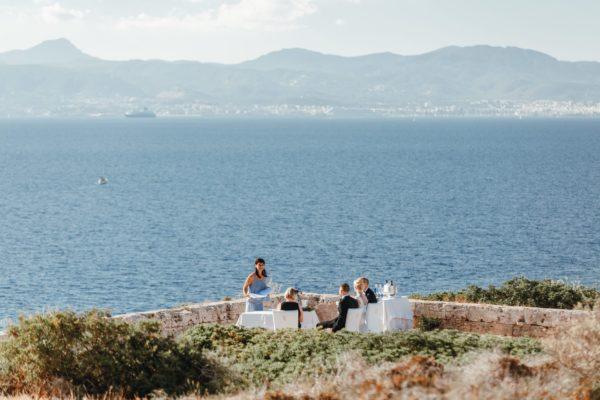 Ich halte eine Hochzeitsrede direkt am Meer im Süden von Mallorca.